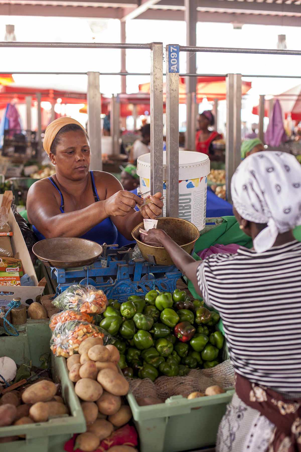 Photo of women at a market in Cabo Verde.
