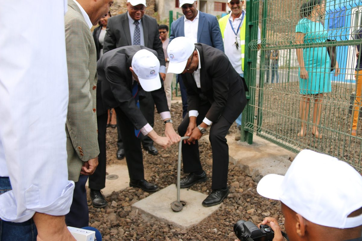MCC Vice President for Compact Operations Robert Blau (left) and Cabo Verde Prime Minister José Ulisses de Pina Correia e Silva (right) inaugurate a water network extension outside the town of São Domingos.